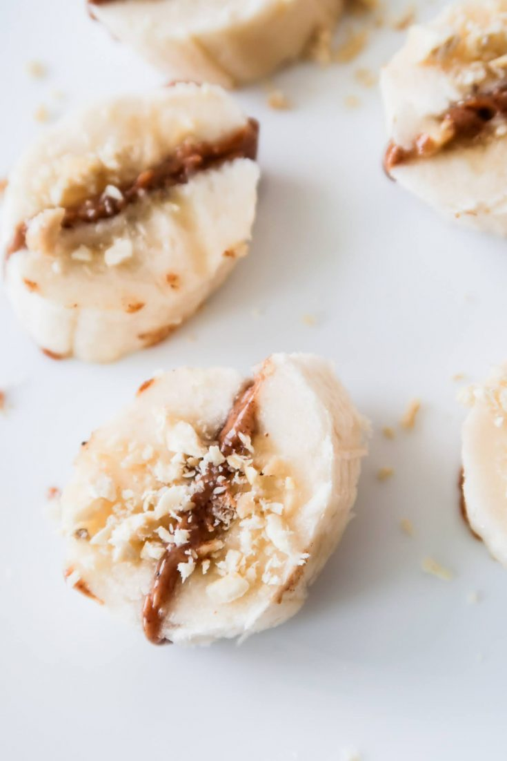These healthy banana bites are ready in 5 minutes and are the perfect healthy snack! Lately I've been having them as an easy breakfast too - super easy to make and you only need 3 ingredients to make this healthy meal.